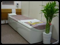 ウオーターベッドは、温水を使って様々な動きの気持ち良いマッサージをおこないます。
