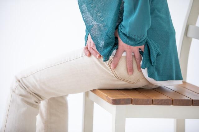 「股関節痛」の画像です。