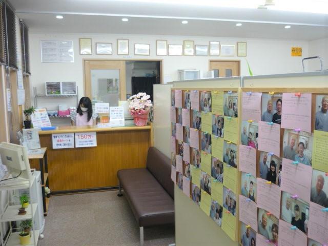 広い別々の施術室と電療室